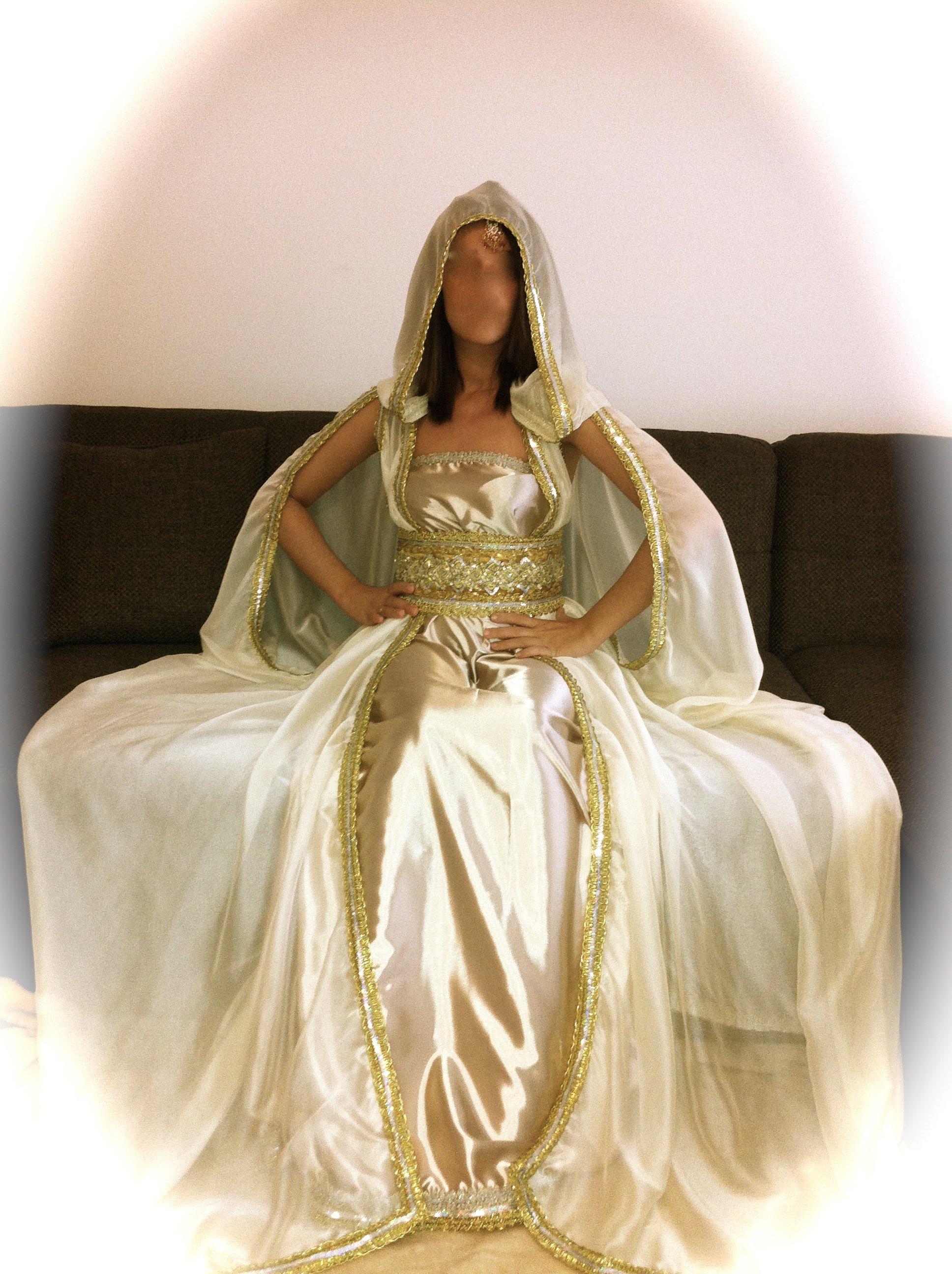 Robe kabyle blanche et doree